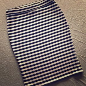 Old Navy Black and White Striped Pencil Skirt